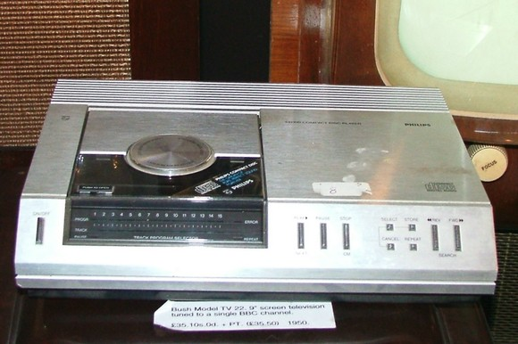 review of 30 years old cd player are the antique cd. Black Bedroom Furniture Sets. Home Design Ideas