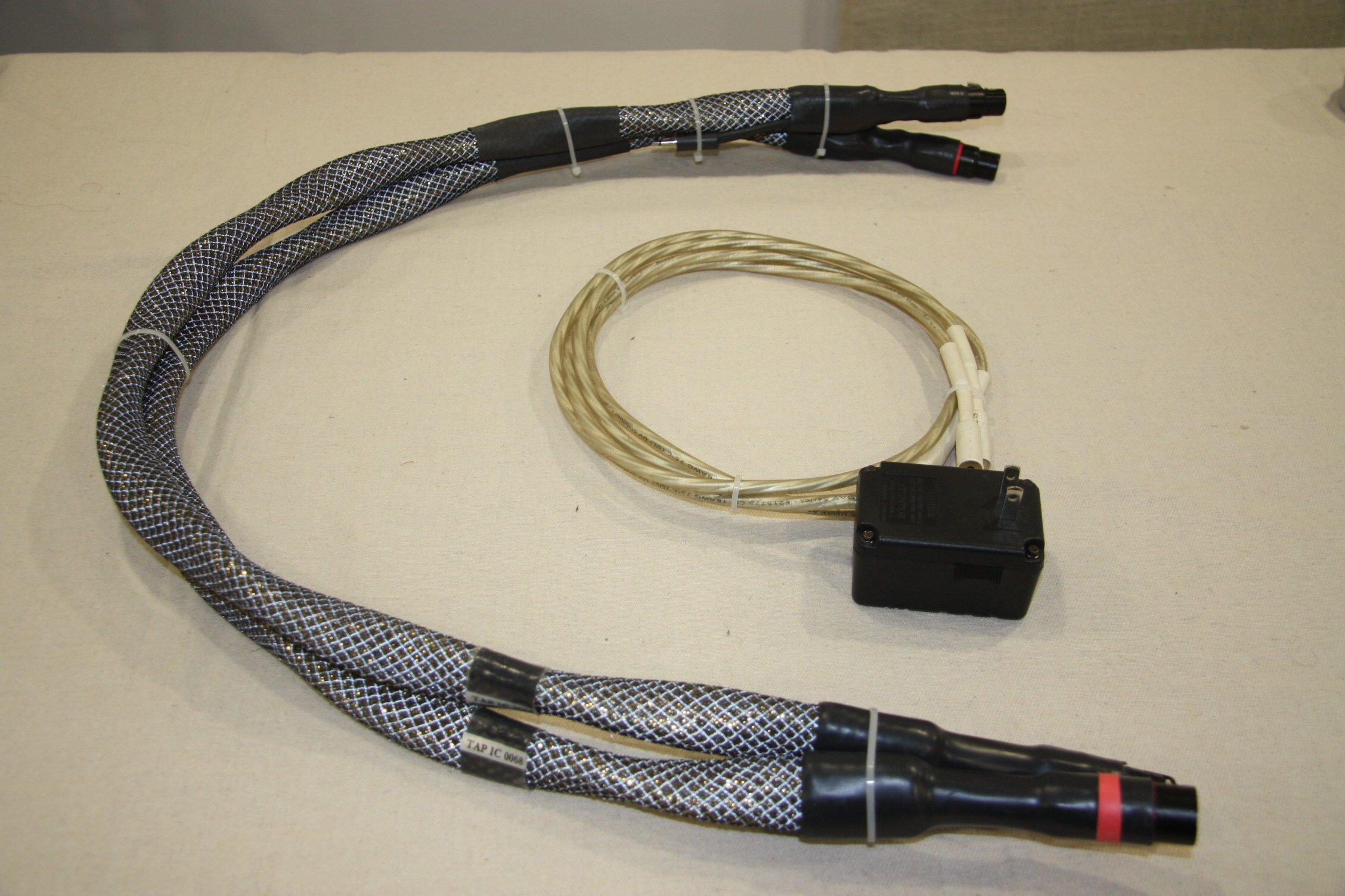 Synergistic Research Tesla Apex 1 metre pair XLR Cables 120 vac MPC