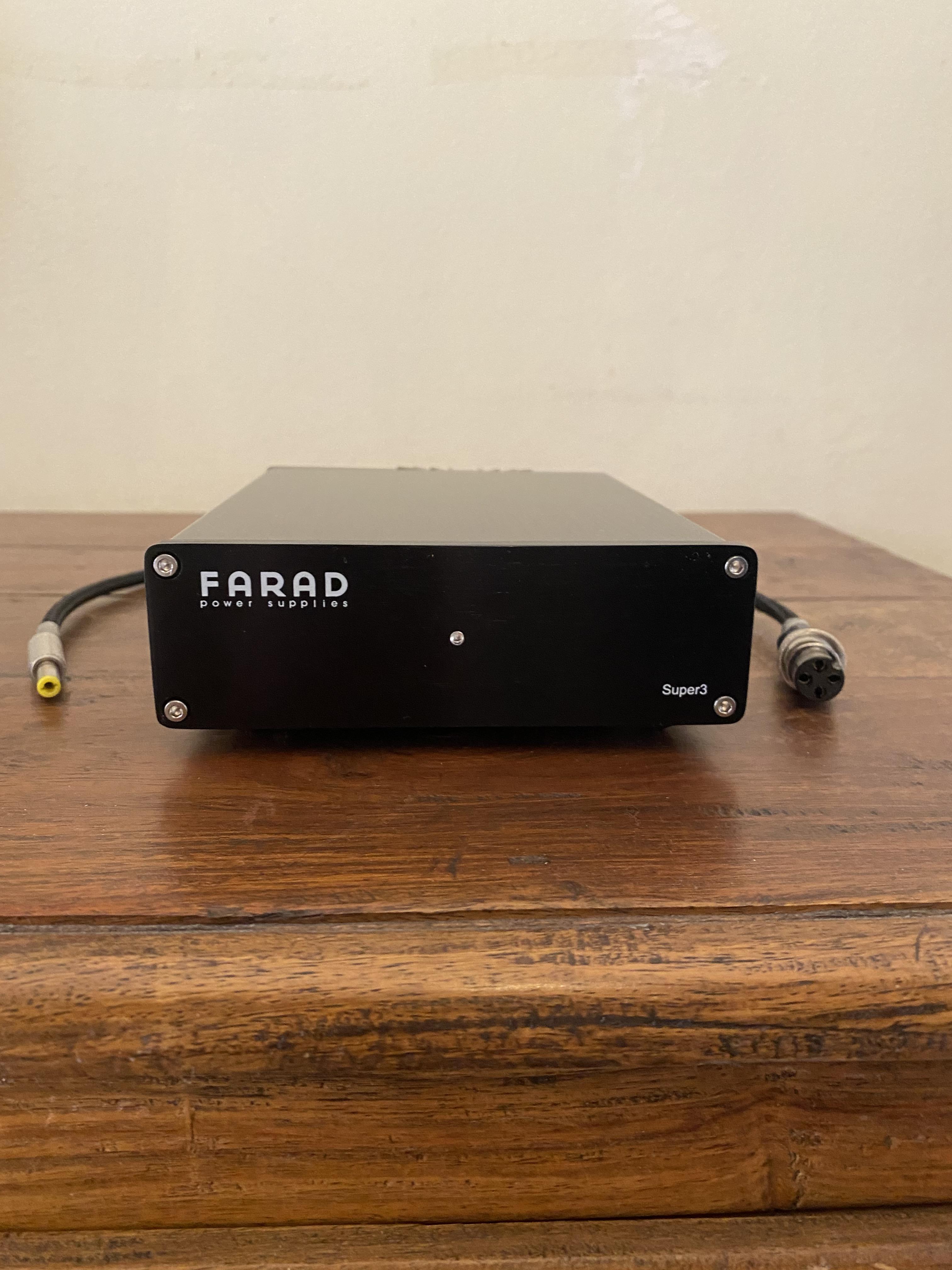 Farad Super 3 9V 220-240V